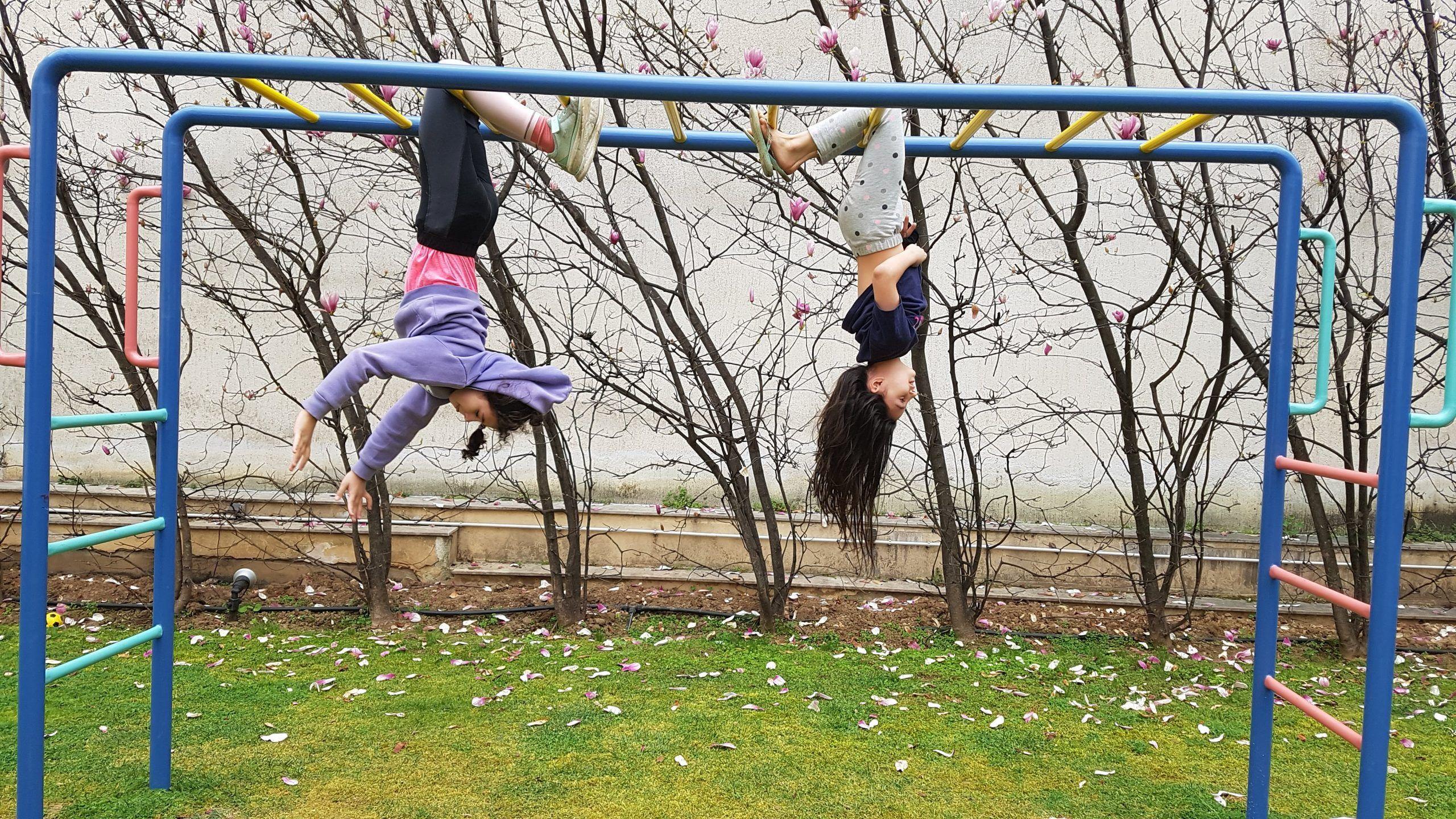Κλείστε τα δημόσια πάρκα και τις παιδικές χαρές, είπαν όσοι έχουν πρόσβαση σε ιδιωτικούς τέτοιους χώρους.